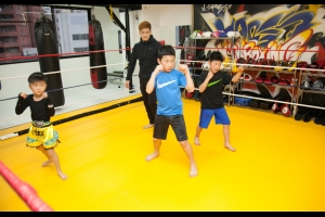 広島中区キックボクシングジム HADES WORK OUT GYM(ハーデスワークアウトジム) 広島市キックボクシングジム「ハーデス」キッズクラスのシャドー写真
