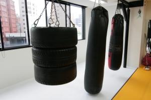広島中区キックボクシングジム HADES WORK OUT GYM(ハーデスワークアウトジム) 広島市キックボクシングジム「ハーデス」サンドバック